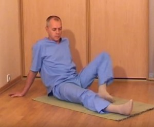 Лежа нога согнута в колене