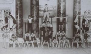 Пирамида из людей