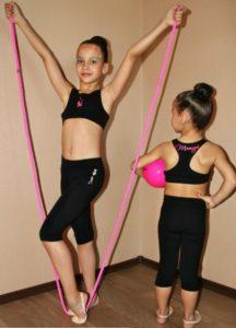 Гимнастки на тренировке