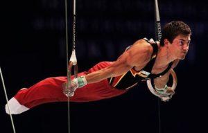 Гимнаст в напряжении