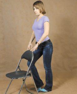 Стоя у стула