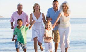 Семья радуется жизни