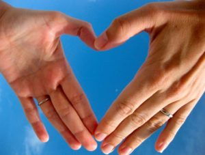 Сердце пальцами
