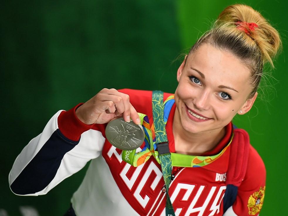 С медалью