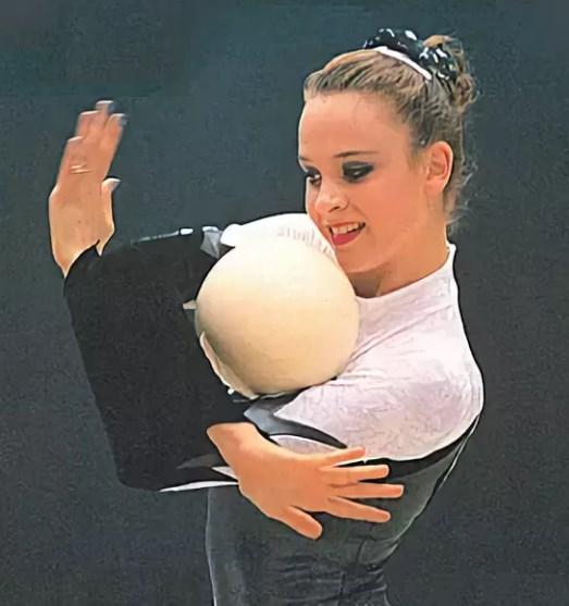 С мячом